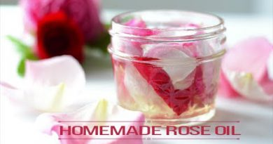 How to Make Homemade Rose Oil